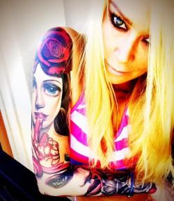 Jenna Jameson shows her sleeve tattoo