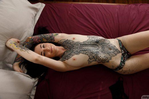 topless tattoo model Kelly Lamprin